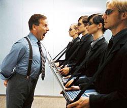 В отношениях начальника – холерика с подчиненными чаще всего доминирует авторитарный стиль